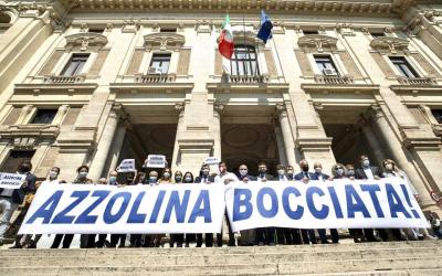 Presidio Lega davanti al Ministero dell'Istruzione: Azzolina Bocciata!