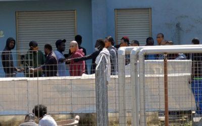 Lampedusa: Migranti a spasso alla faccia della sicurezza sanitaria