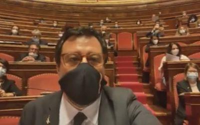 Gruppo Lega Senato compatto durante l'occupazione dell'Aula