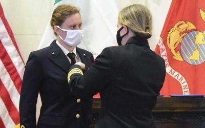 Erika Raballo prima donna pilota di velivoli d'attacco della Marina Militare